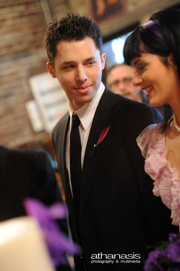 ο γαμπρός μέσα στην εκκλησιά κοντινο,φωτογραφία γάμου στον Ι.Ν. Αγίου Δημητρίου Λουμπαρδιάρη, (25)