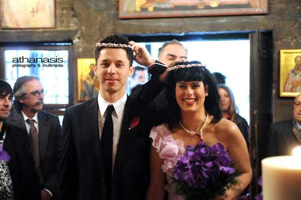 ο κουμπάρος τους αλλάζει τα στέφανα, φωτογραφία γάμου στον Ι.Ν. Αγίου Δημητρίου Λουμπαρδιάρη, (23)