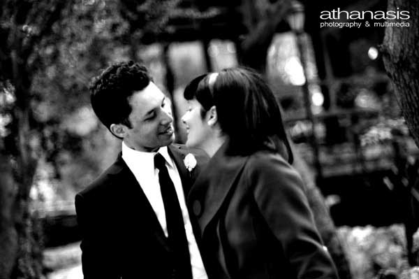 noir b&w, το φιλί , φωτογραφία γάμου στον Ι.Ν. Αγίου Δημητρίου Λουμπαρδιάρη,