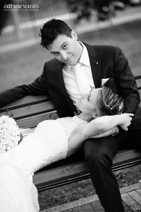 φωτογραφια γάμου,το ζευγαρι στο παγκάκι
