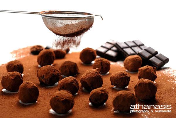 φωτογραφία τρούφες σοκολάτα με σκόνη κακάο