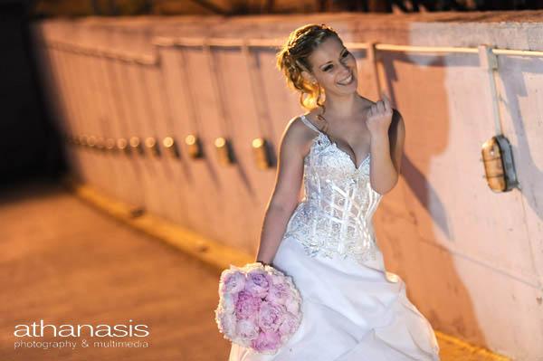 η νύφη φωνάζοντας τον γαμπρό