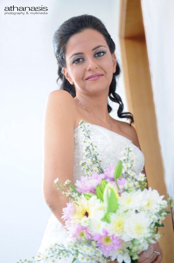πορτραίτο της νύφης σε λευκό φόντο