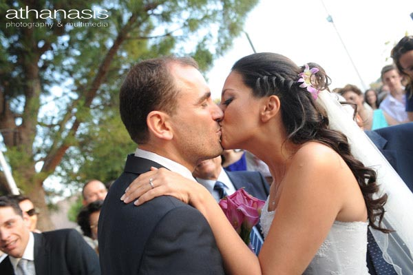 το φιλί του γαμπρού και της νύφης