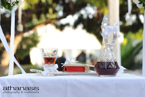 τα στέφανα και το ποτήρι του γάμου