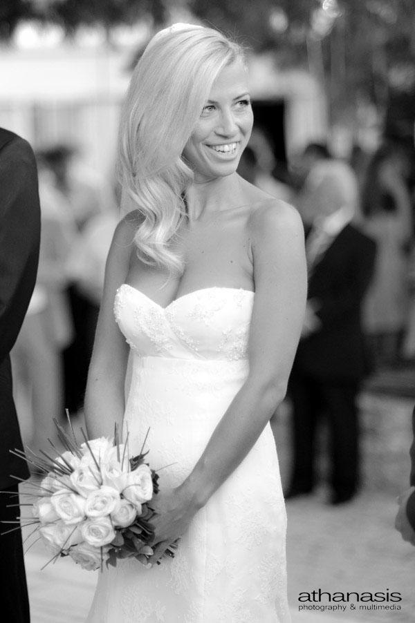φυσικό χαμόγελο στο πορτραίτο της νύφης