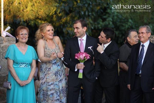 η αντίδραση του γαμπρού και των κουμπάρων στον ερχομό της νύφης