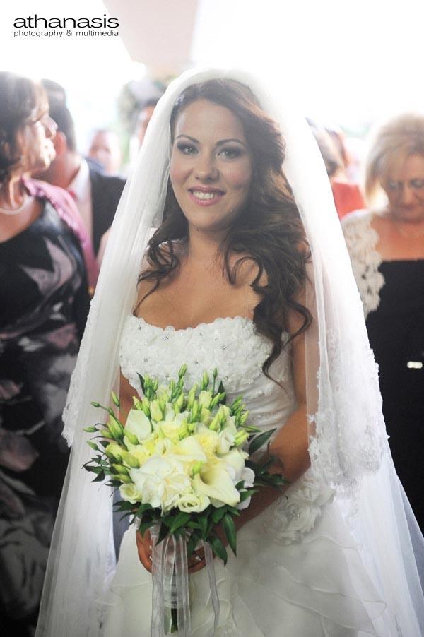 πορτραίτο της νύφης με την ανθοδέσμη