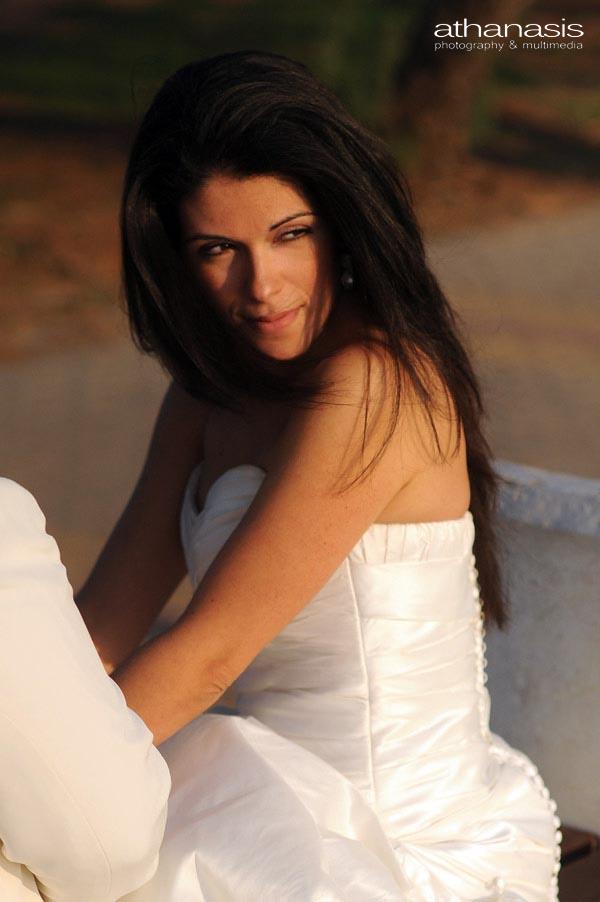 πορτραίτο της νύφης στα ζεστά χρώματα του δυλινού