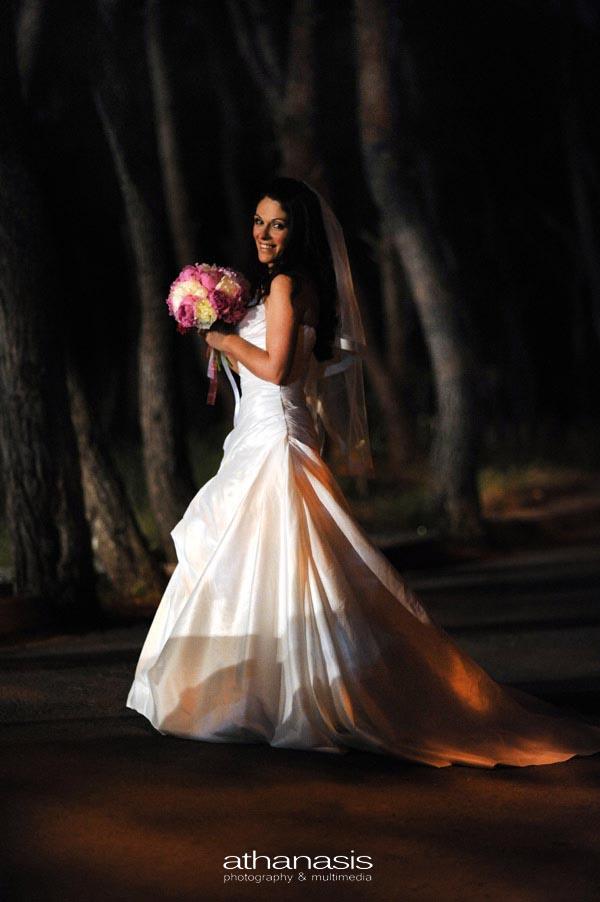 πορτραίτο νύφης μέσα στο δασός
