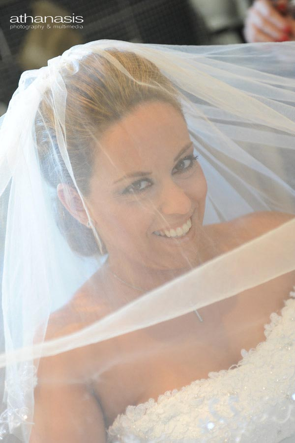 το πέπλο της νύφης μπροστά μάτια της