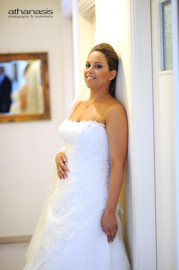 οι νύφη μονή της στο διάδρομο
