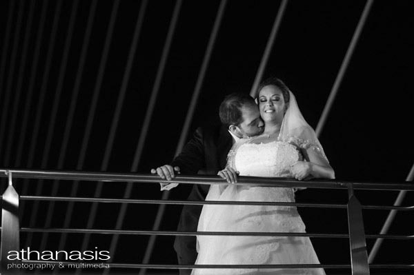 το φιλί στην κρεμαστή γέφυρα