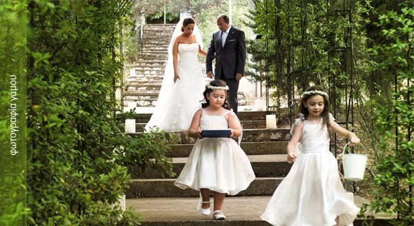 φωτογραφίες γάμου στον Άγιος Δημήτριος Ψυχικό, η νύφη καταφθάνει .