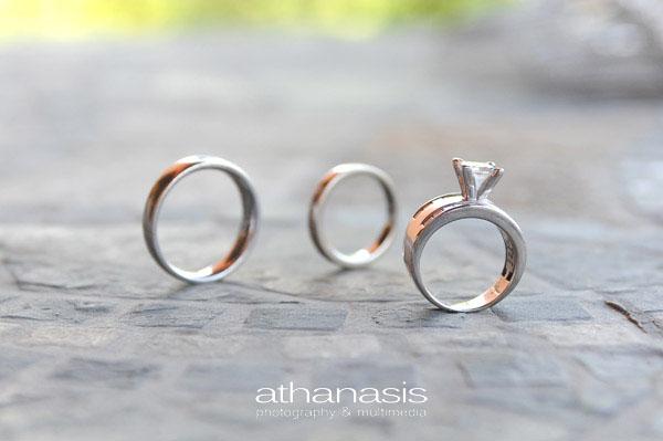 Τα δακτυλίδια του αρραβώνα και το μονόπετρο της νύφης .