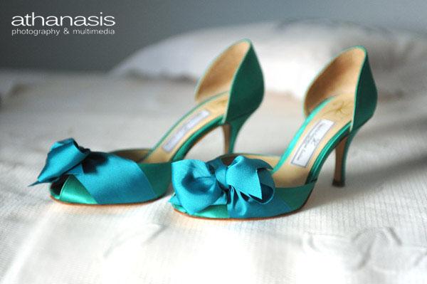 τα πράσινα γοβάκια της νύφης με την μπλε κορδέλα