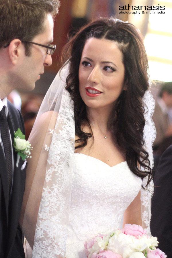 το ζευγάρι την ώρα του γάμου κοιτιέται