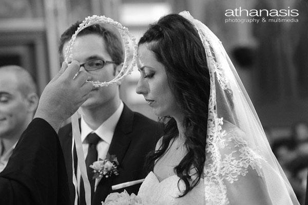 κοντινό πλανώ της νύφης στα στέφανα