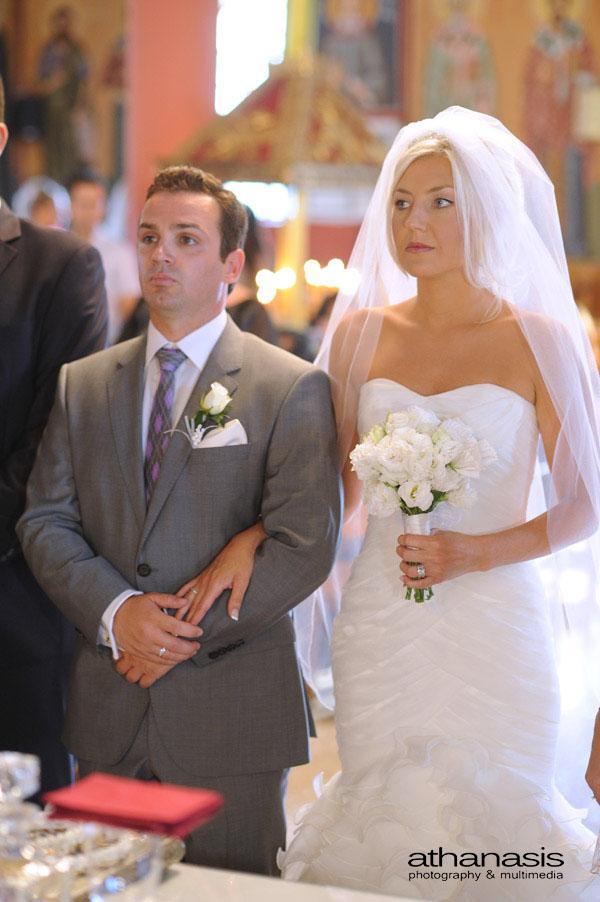 Ολόσωμη του ζευγαριού την στιγμή του γάμου .