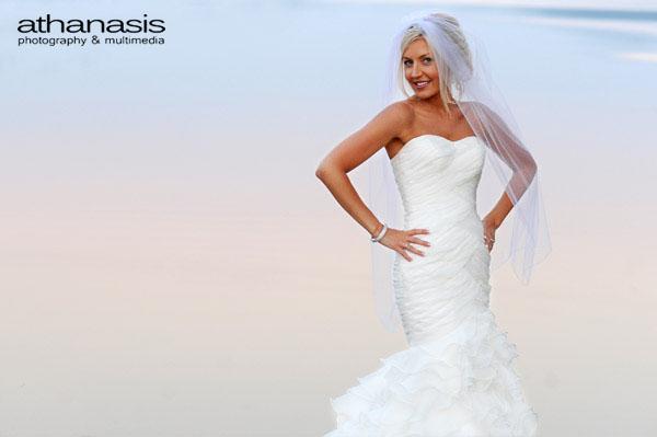 Η νύφη φωτογραφίζετε στην λίμνη